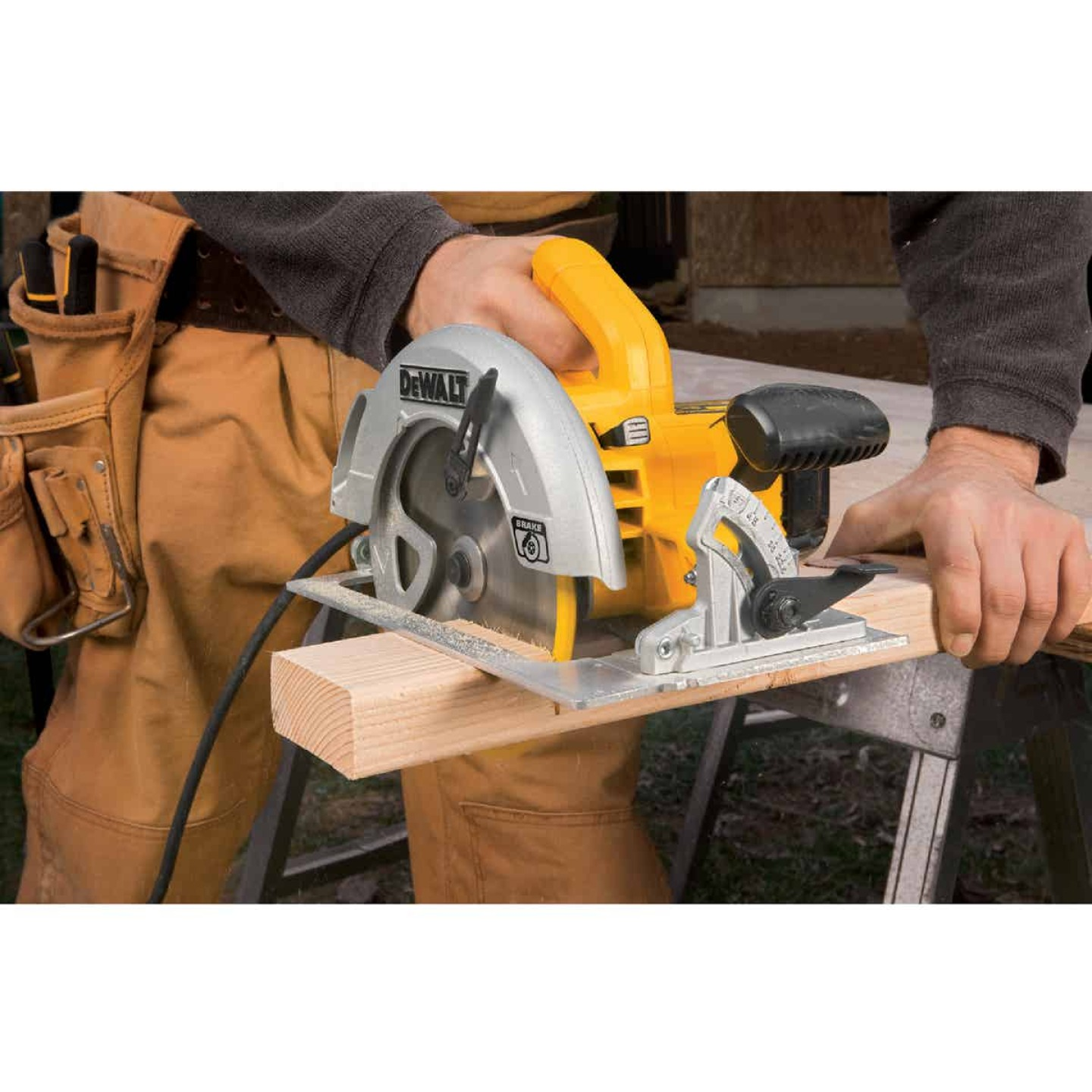 DeWalt 7-1/4 In. 15-Amp Lightweight Circular Saw Image 2